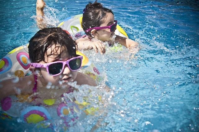 sluneční brýle na holčičkách