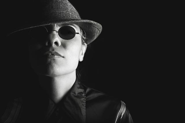 žena detektiv