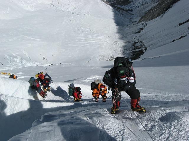 horolezci při výstupu